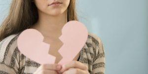 Corazón destrozado tras una ruptura sentimental