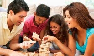 Familia jugando juntos