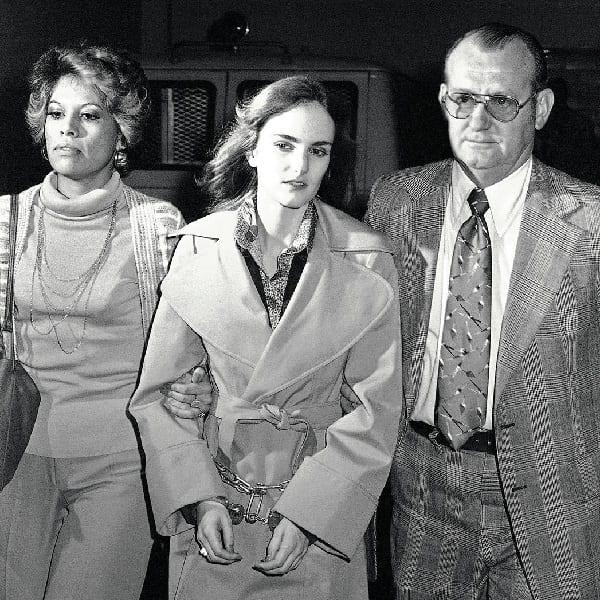 Patricia Hearst detenida y juzgada