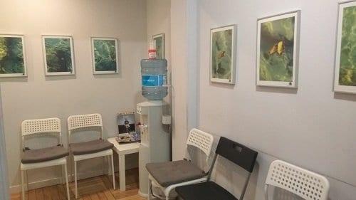 Sala de espera de la consulta de psicoterapia en Moncloa