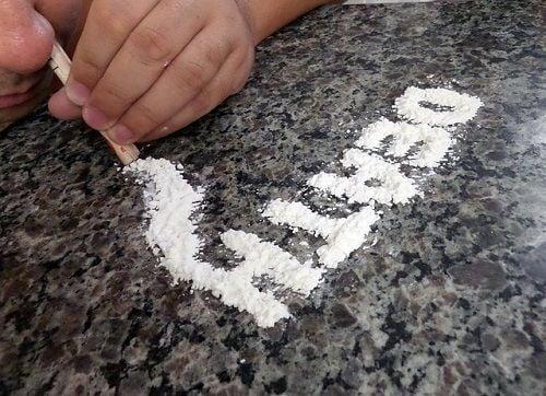 El consumo de drogas puede ser una defensa ante la angustia narcisista