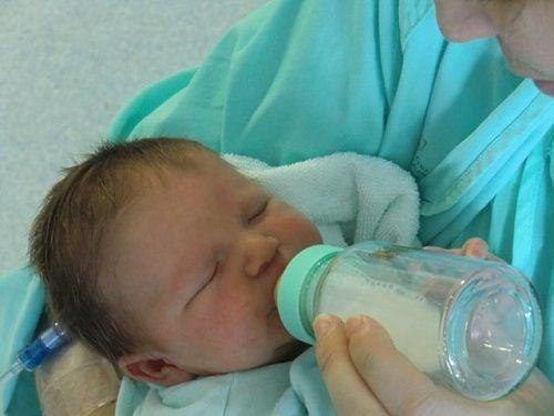 La lactancia artificial puede solucionar muchos problemas