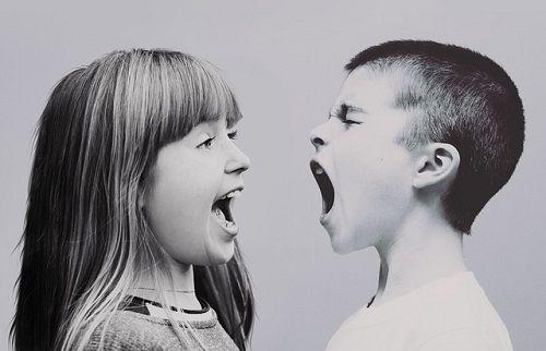 Los estilos educativos negligentes provocan niños con carácter agresivo